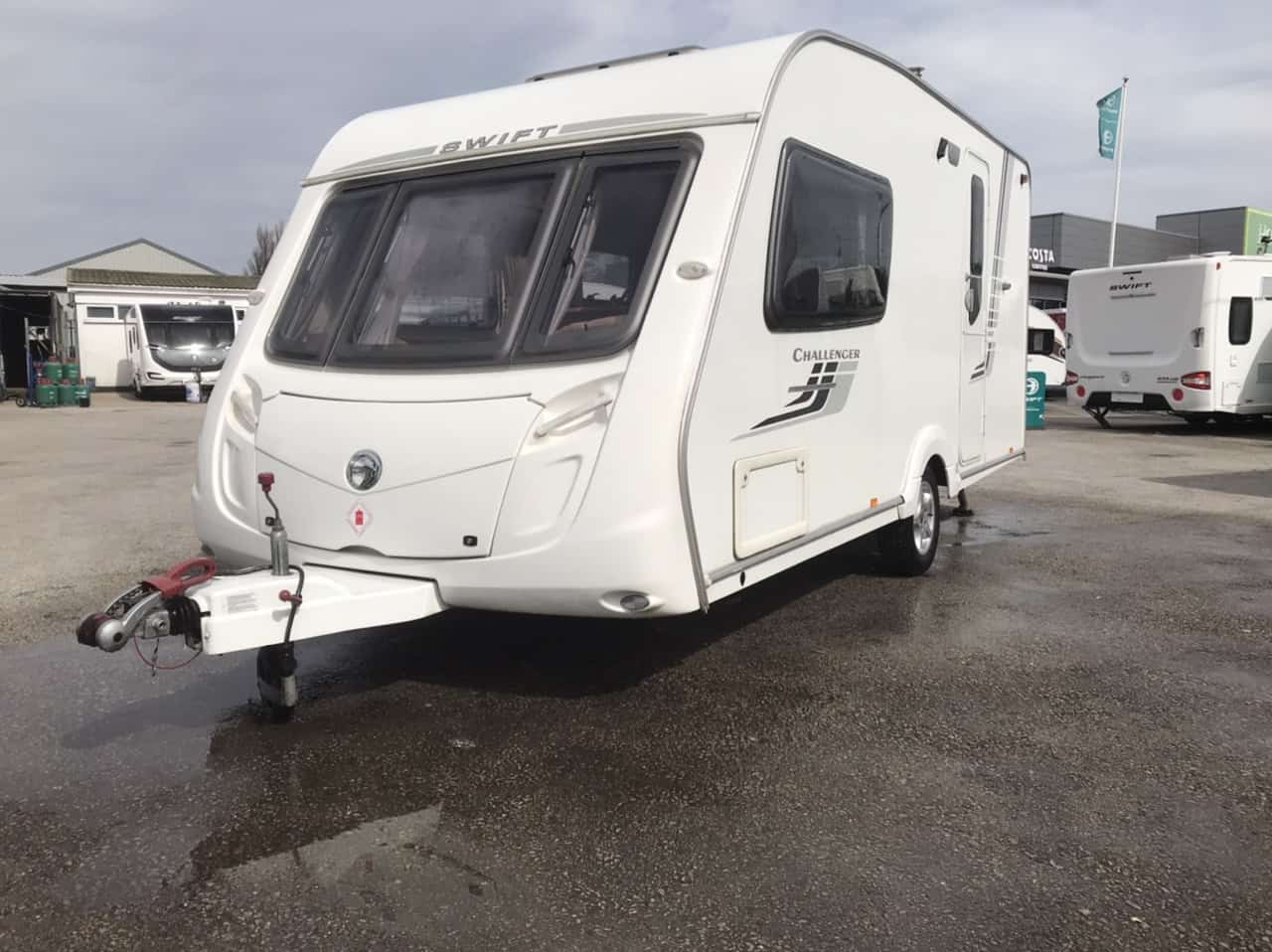 SWIFT CHALLENGER 480 / 2 berth -, full rear washroom incorperating a seperate shower cubicle, toilet and vanity unit - central offside kitchen - central nearside dinette -